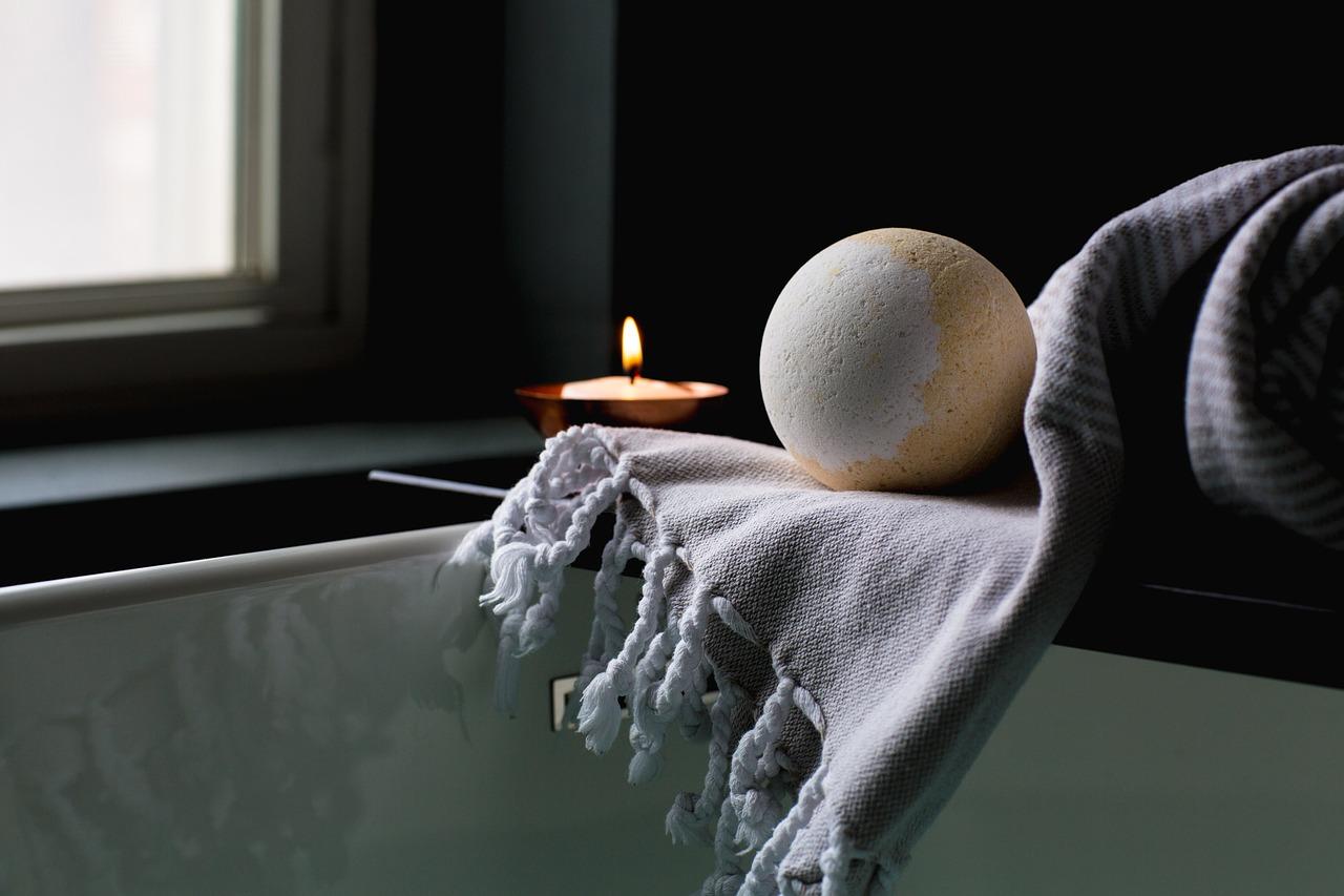 bath-2562225_1280