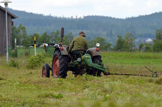 pracovník na traktoru