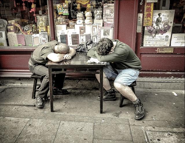 spící muži