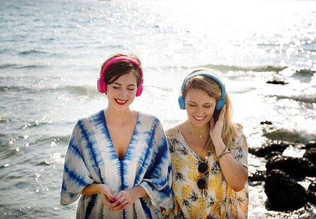 ženy se sluchátky