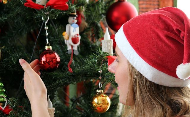 vánoční strom a žena.jpg