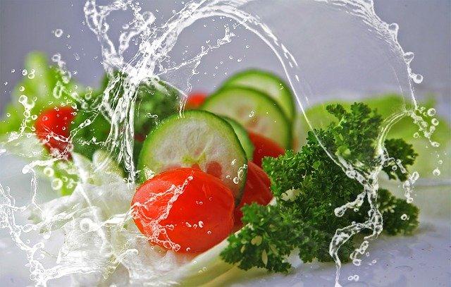 zelenina ve výstřiku vody.jpg