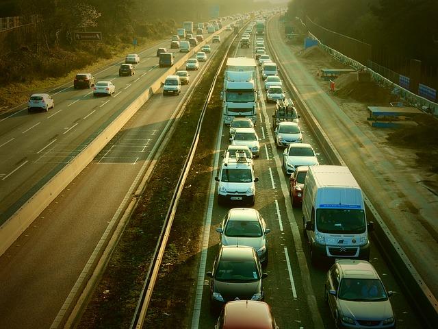 jízda v koloně na dálnici.jpg