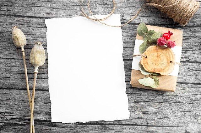 papír připravený na dopis